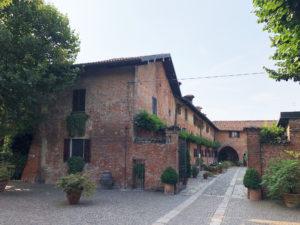 esterno castello cortile ingresso